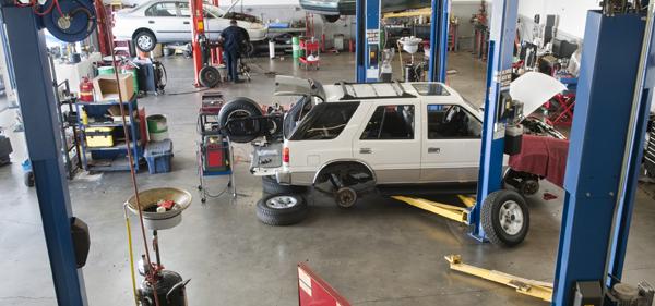Photo de l'intérieur d'un garage automobile